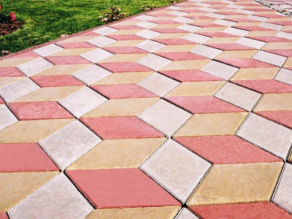 Тротуарная плитка во дворе дома: укладываем своими руками
