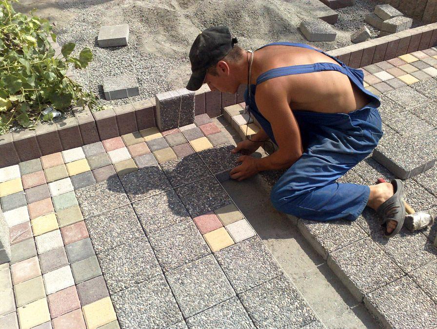 Как качественно уложить тротуарную плитку