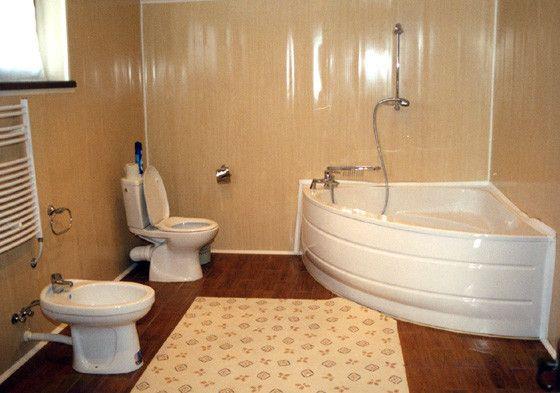 Как обшить ванную комнату пластиковыми панелями?