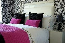 tapet negru și alb pentru dormitor