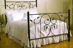 Cum să se uite paturi din fier forjat în interiorul dormitor?