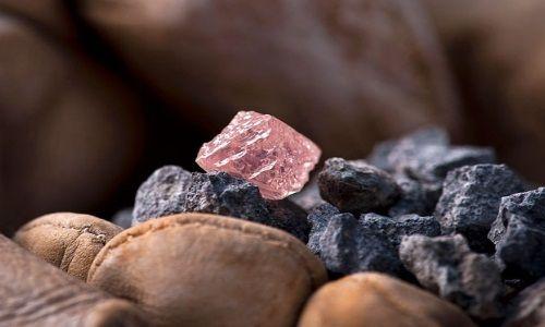 Какие качества имеет неограненный алмаз
