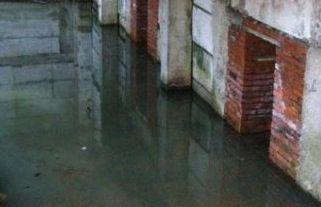 Inundarea subsolul unei case apartament